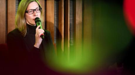 Claudia Perren, Direktorin der Stiftung Bauhaus Dessau, bei der Pressekonferenz zum 100-jährigen Gründungsjubiläum des Bauhauses. Foto: Britta Pedersen