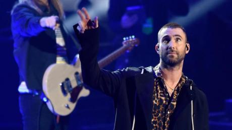Sänger Adam Levine mit seiner Band Maroon 5 bei den 2018 iHeartRadio Music Awards.