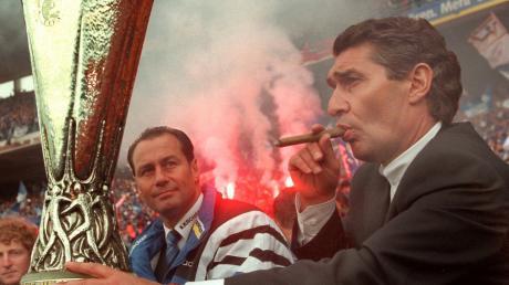 Sein größter Erfolg: Zusammen mit Trainer Huub Stevens gewann Rudi Assauer auf Schalke 1997 den Uefa-Pokal.
