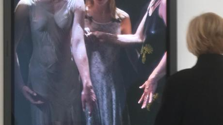 """An der Schwelle von Diesseits und Jenseits: Bill Violas """"Three Women"""", 2008, als farbiges High-Definition-Video gefilmt von Kira Perov."""
