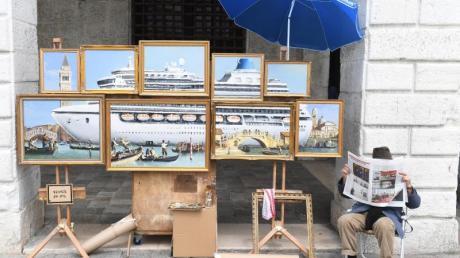 Ein Kreuzfahrtschiff in Venedig.