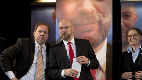 Axel Krauße (l-r), Sebastian Schäfer und Gundi-Anna Schick brillieren in «Die Schulz-Story».