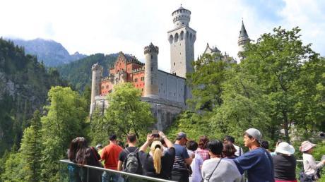 Allein ist man im Märchenschloss Ludwig II. so gut wie nie. Foto: Karl-Josef Hildenbrand