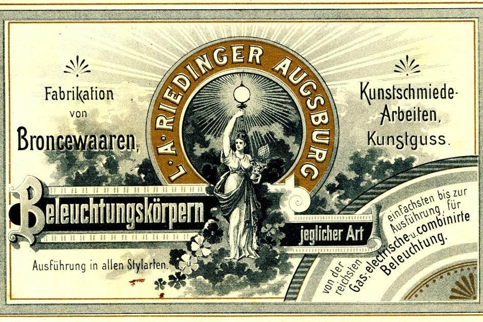 """Besuchskarte um 1905 von """"L. A. Riedinger Augsburg"""". Sie führt das Produktions-Sortiment der Bronzewarenfabrik auf."""