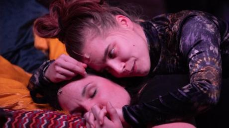 Ganz nah: Josephine Köhler (u) als Umut und Anne-Marie Lux als Janina.