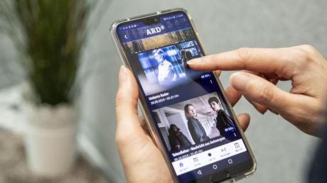 ARD und ZDF verlinken wechselseitig ihre Livestreams und vernetzen zentrale Inhalte. Foto: Robert Günther/dpa-tmn/dpa