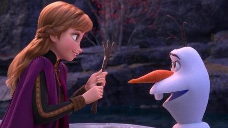 """Disney-Filme an Neujahr: Die Klassiker-Sendetermine bei Sat.1. Selbstverständlich darf auch """"Die Eiskönigin"""" mit Anna und Olaf nicht fehlen."""