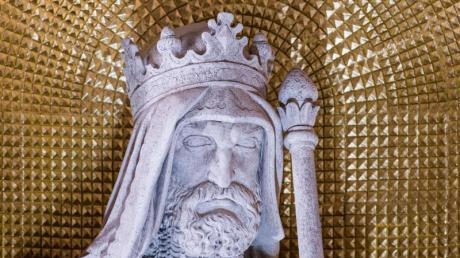 Heinrich V. als Sandsteinfigur.