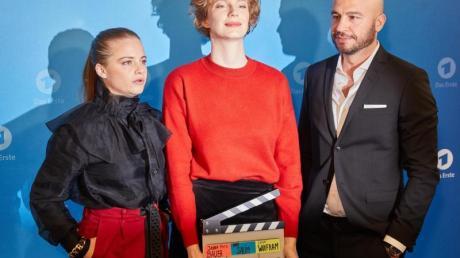 Jasna Fritzi Bauer (l-r), Luise Wolfram, und Dar Salim.