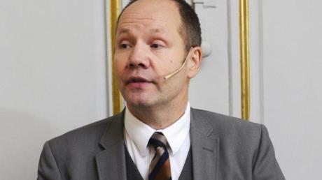 Peter Englund, damals ständiger Sekretär der Schwedischen Akademie, 2012 in Stockholm.