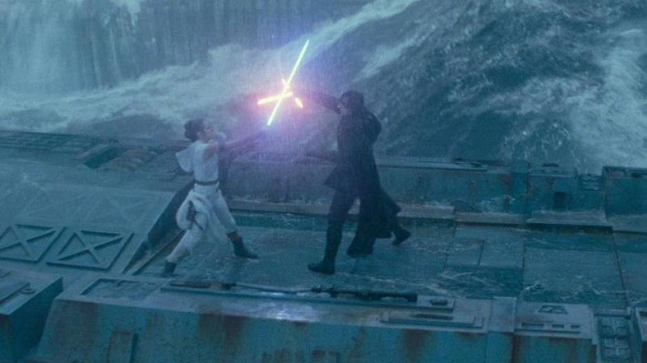 """Dieses Laserschwert-Duell ist eine der eindrucksvollsten Szenen im neuesten Star-Wars-Film """"Star Wars 9: Der Aufstieg Skywalkers"""". Wären solche Waffen wirklich möglich?"""