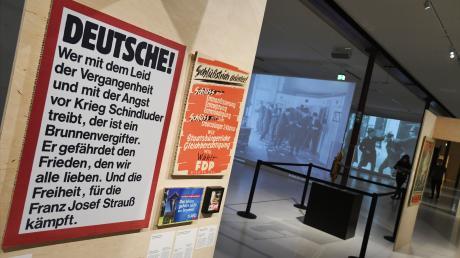 """Erschreckende Parallelen und Tendenzen zur Ausgrenzung der Juden im Nazi-Regime dokumentiert die Ausstellung """"Die Stadt ohne"""" im Textil- und Industriemuseum. Sogar die alten Begriffe tauchen auf Wahlplakaten wieder auf: Brunnenvergifter, Entmündigung, """"Der Islam gehört nicht zu Bayern""""."""