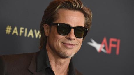 Schauspieler Brad Pitt ist einer der Stars, die bei den Golden Globes die Trophäen austeilen werden.