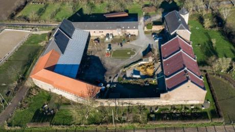 Grundriss eines römischen Lagers: Übersicht auf das Haus Bürgel (Luftaufnahme mit einer Drohne).