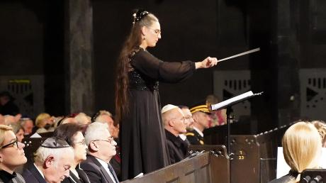 """Ihr symphonisches Fragment """"9.11.1938"""" zum Gedenken an die Pogramnacht führte Christina Drexel in der Augsburger Synagoge auf."""