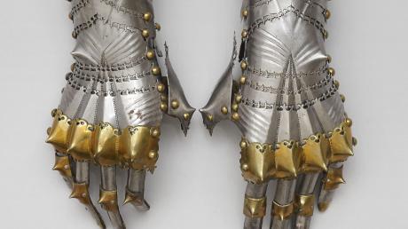 Die Panzerhandschuhe des Kaisers kamen für die große Maximilian-Ausstellung aus Wien.