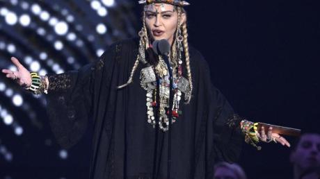 Madonna hat Knie-Probleme.