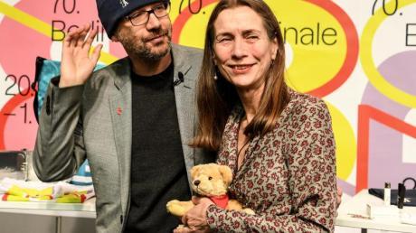 Carlo Chatrian und Mariette Rissenbeek stellen das Programm zur Berlinale vor.