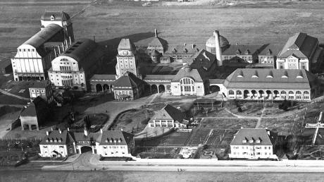 Das Gaswerk in den 1930er-Jahren aus dem Flugzeug fotografiert. Der heute alles überragende Gasspeicher fehlt noch. Er wurde erst 1954 errichtet.