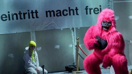 Aufhänger für das Stück «Schwarzwasser» ist das Ibiza-Video, das für ein politisches Beben in Österreich gesorgt hatte.