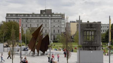 Die Europäische Kulturhauptstadt Galway hat wegen schlechten Wetters ihre letzten Auftaktveranstaltungen abgesagt.