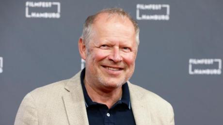 Axel Milberg wird mit dem Sonderpreis des Deutschen Hörbuchpreises geehrt.