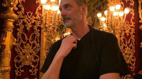 Andrea Muzzati, Technikchef der Oper von Venedig, erlebte sowohl den Brand in der Oper im Jahr 1996 als auch das Hochwasser 2019.