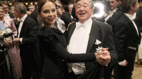 Gute Stimmung: Ornella Muti und Richard «Mörtel» Lugner tanzen beim Wiener Opernball.