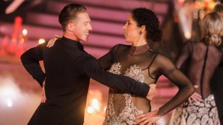 Ex-Fußballerin Steffi Jones und Valentin Lusin tanzen in der RTL-Tanzshow «Let's Dance» im Coloneum.