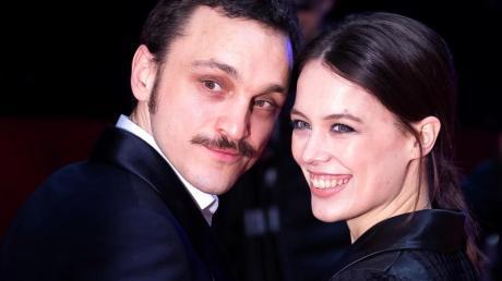 Die Hauptdarsteller Franz Rogowski und Paula Beer bei der «Undine»-Premiere in Berlin.
