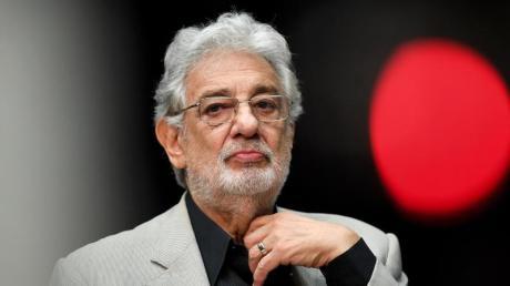 Der Druck auf den Opernstar Placido Domingo wächst - seine beispiellose Karriere scheint beendet.