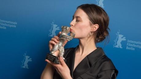 Ein Kuss für den Silbernen Bären:Paula Beer.