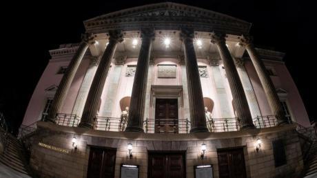 Die Staatsoper unter den Linden ist geschlossen und dennoch fast täglich geöffnet.