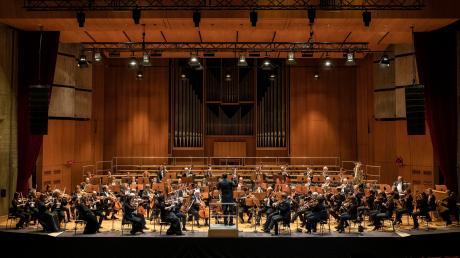Die Philharmoniker klassisch. Aktuell freilich dürfen sie nicht auftreten. Aber der große Klangkörper zeigt dennoch Herz.