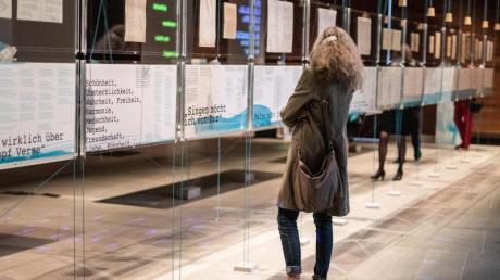Das Literaturmuseum der Moderne zeigt die Ausstellung «Hölderlin, Celan und die Sprachen der Poesie».
