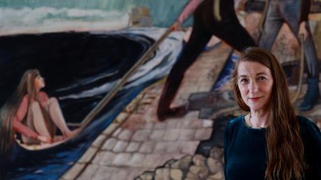 Die Künstlerin Rosa Loy vor einem ihrer großformatigen Werke in der Galerie Noah.