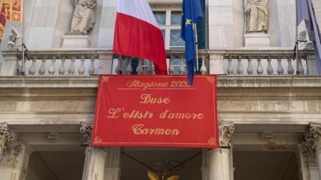 Am Opernhaus La Fenice in Venedig kann wieder vor Publikum gespielt und gesungen werden.