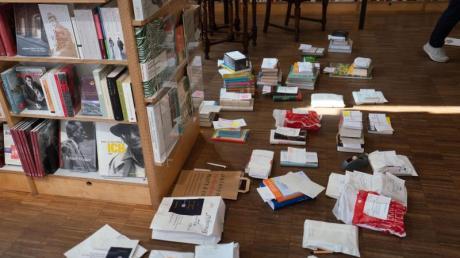 Buchbestellungen - zur Auslieferung bereit.