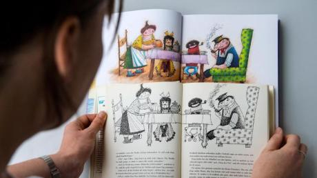 Eine alte (vorn) und eine neue Ausgabe des Kinderbuchs «Jim Knopf und die wilde 13» von Michael Ende.