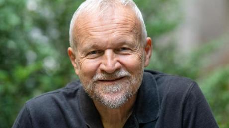 Jan Novak hat sich mit dem Leben des Starautors Milan Kundera auseinandergesetzt.