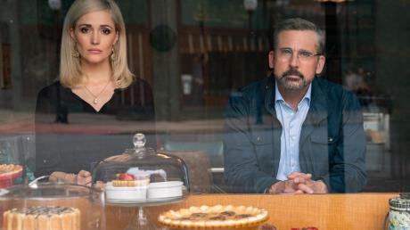 """Rose Byrne als Faith Brewster und Steve Carell als Gary Zimmer in einer Szene von """"Irresistible – Unwiderstehlich""""."""