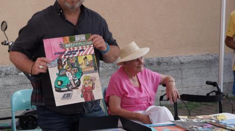 Der Zeichner und Leiter des Wißner-Verlags Michael Moratti präsentiert an unserem mobilen Schreibtisch ein Comic-Magazin, das gerade im Entstehen ist.