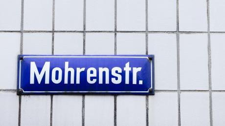 """In Augsburg wurde das dunkle Radler """"kleiner Mohr"""" wieder abgeschafft, nun wird das Hotel Drei Mohren umbenannt."""
