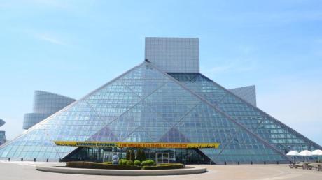 I.M. Peis Pyramide birgt das bekannteste Rockmuseum der Welt mit tausenden Artefakten der Musikgeschichte.