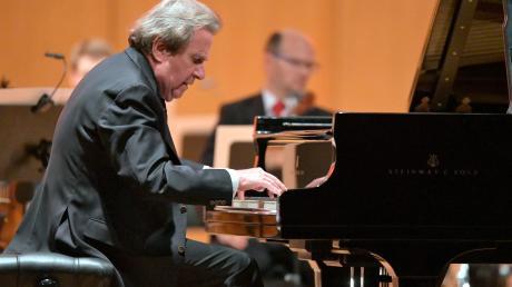"""Der Pianist Rudolf Buchbinder spieltebeim """"Festival der Nationen"""" in Bad Wörishofen vier Klavierkonzerte Beethovens."""