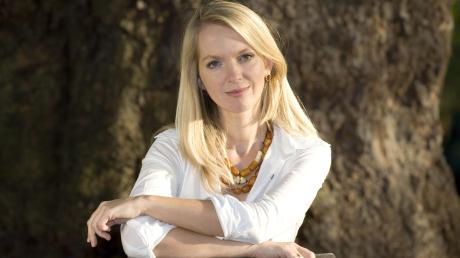 Ellen Alpsten lebt und arbeitet als Journalistin und Autorin in London. Aufgewachsen ist sie auch in Augsburg.