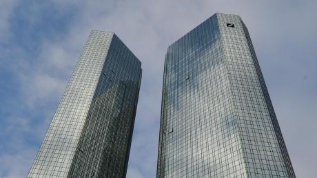 Da steckt viel Kunst drin. Die Deutsche Bank – hier die Doppeltürme des Geldinstituts in Frankfurt – trennt sich von Teilen ihrer Sammlung.
