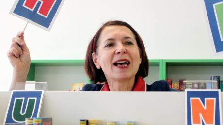 Karla Andrä, hier bei ihrem preisgekrönten Buchstabentheater, verabschiedet sich vom Kindertheater, hat aber neue Projekte im Kopf.