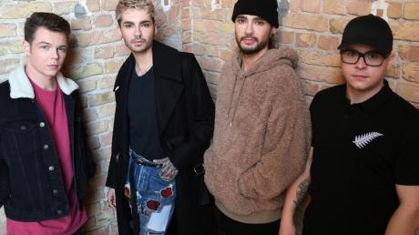 Die Musiker der Band Tokio Hotel, Georg Moritz Hagen Listing (l-r), Bill Kaulitz, Tom Kaulitz und Gustav Klaus Wolfgang Schäfer melden sich zurück.