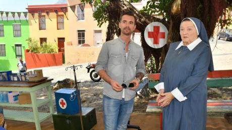 Kapitän Max Parger (Florian Silbereisen) und Schwester Magdalena (Marianne Sägebrecht) sorgen sich um die Gesundheit der Kinder in Südafrika.
